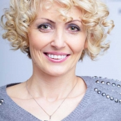 Womens-short-curly-blonde-hair